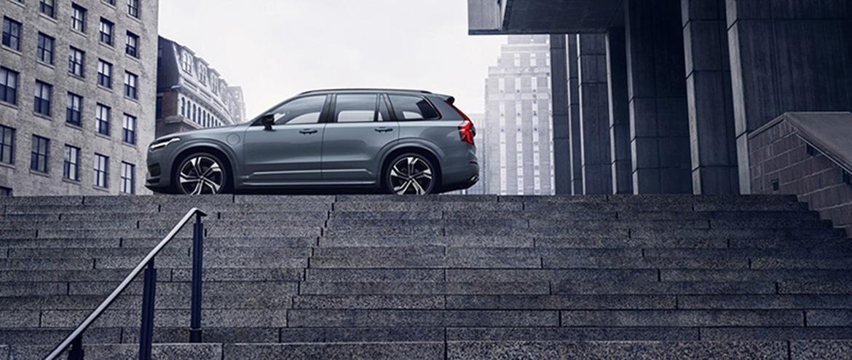 Рестайлинг Volvo XC90 уже можно заказать: от 3 955 000 рублей за версию Momentum с бензиновым двигателем T5 (249 л.с.).