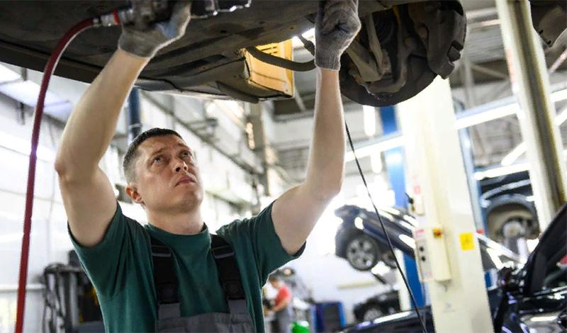 BMW возобновила работу некоторых дилерских центров