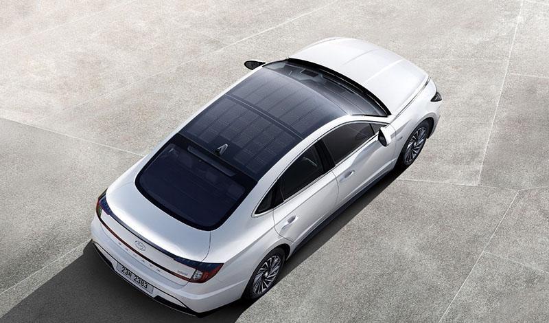 Hyundai:Hyundai представила гибридную Sonata Hybrid с солнечными батареями на крыше