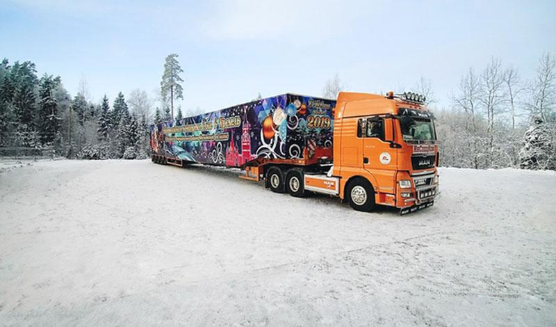 MAN:MAN TGX 33.540 6x4 BLS доставил новогоднюю елку в Кремль