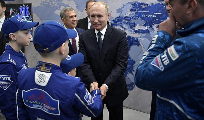 Kamaz:Президент Российской Федерации Владимир Путин встретился с командой «КАМАЗ-мастер»