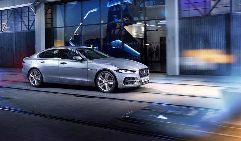 Рестайлинговый Jaguar XE получил усовершенствованный дизайн