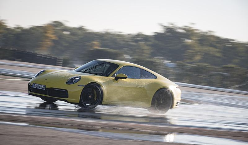 Porsche:Восьмое поколение Porsche 911 получил режим Porsche Wet