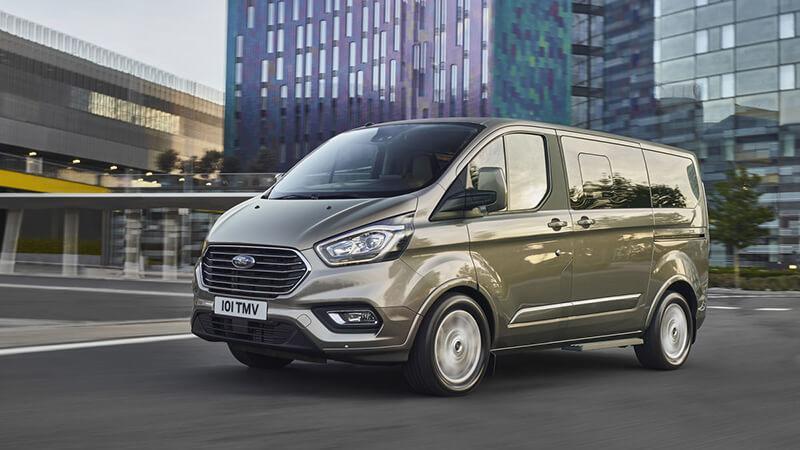 Ford:К официальным дилерам Ford поступили микроавтобусы и малотоннажные фургоны Tourneo Custom и Transit Custom 2018 модельного года