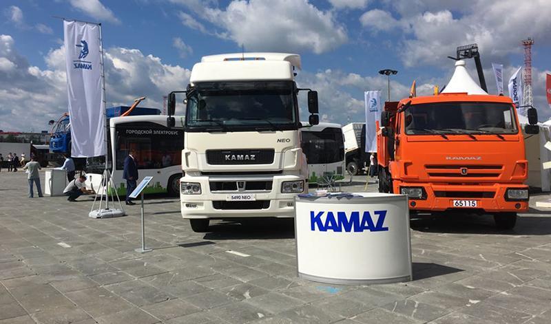 На международной выставке «Иннопром» в Екатеринбурге «КАМАЗ» продемонстрировал свою автотехнику