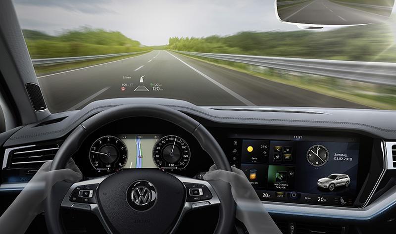 В новом Volkswagen Touareg появилась проекция данных на лобовое стекло