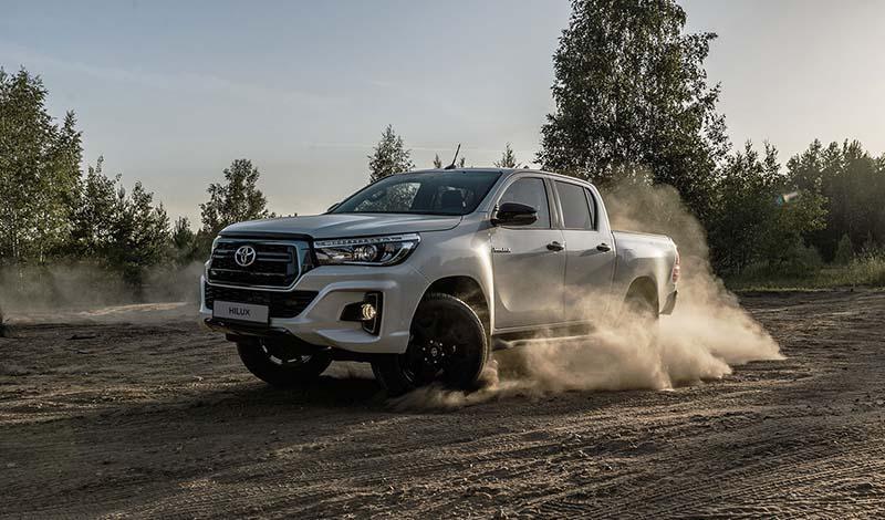 Toyota:Тойота объявила прием заказов на Hilux в исполнении Exclusive Black