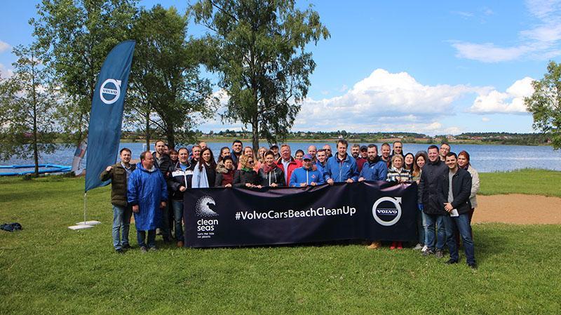 Volvo Cars принял участие в кампании по очистке пляжей от мусора Volvo Cars Beach Clean Up