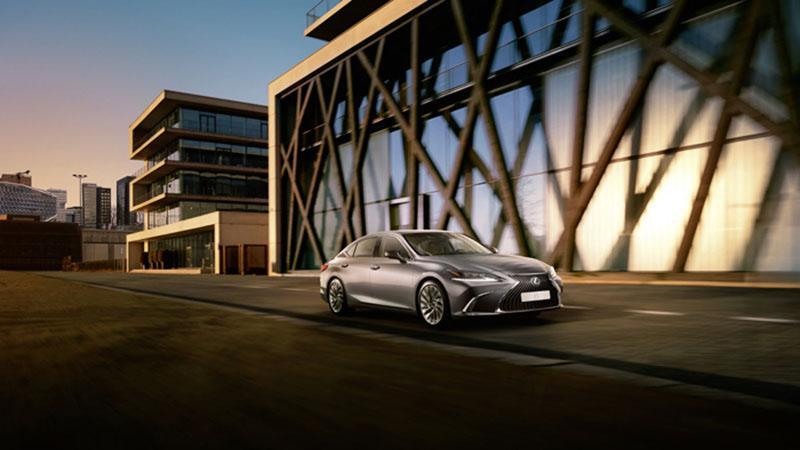 Lexus осенью 2018 года в России запустит продажи нового седана ES