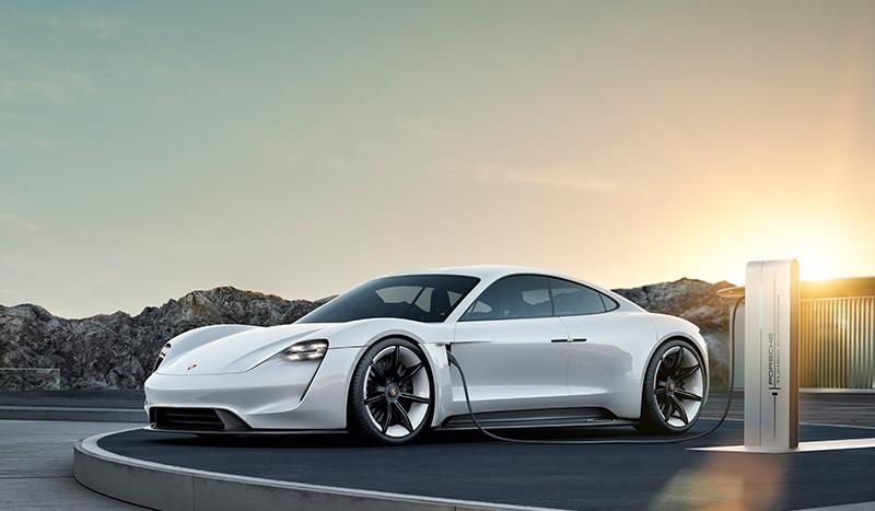 Porsche представляет первый электрический спорткар Taycan