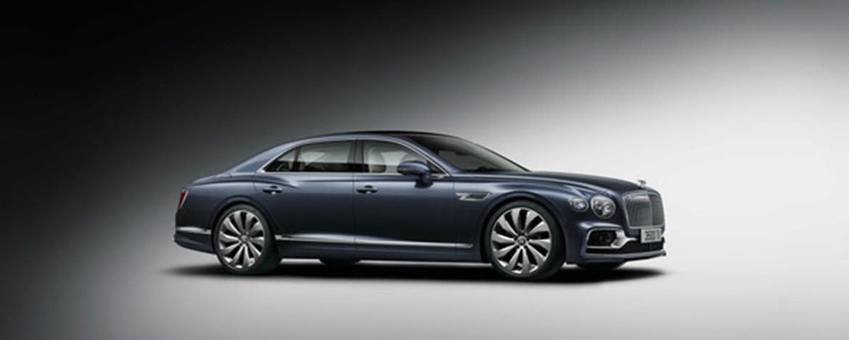 Представлен новый Bentley Flying Spur. Впервые Bentley оснащается полноуправляемым шасси с активным полным приводом и адаптивной подвеской