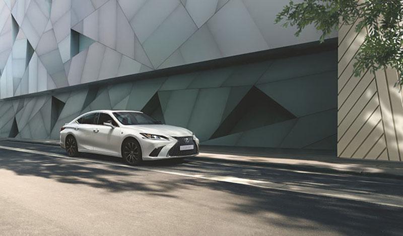 F SPORT  - новая комплектация для Lexus ES 250