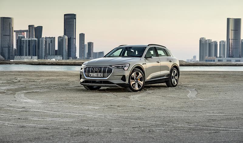 Стартовали продажи первого электрического кроссовера Audi e-tron. Цена от 5 595 000 рублей