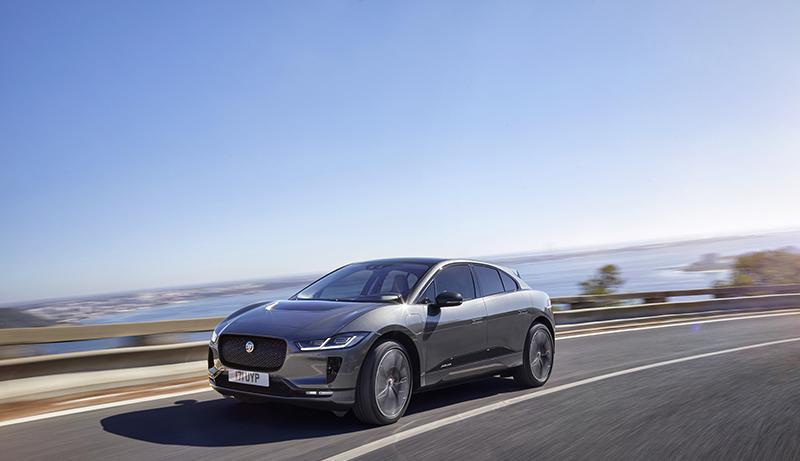 В Женеве компания Jaguar Land Rover представляет две совершенно новые модели - Jaguar I-PACE и Range Rover SV Coupé