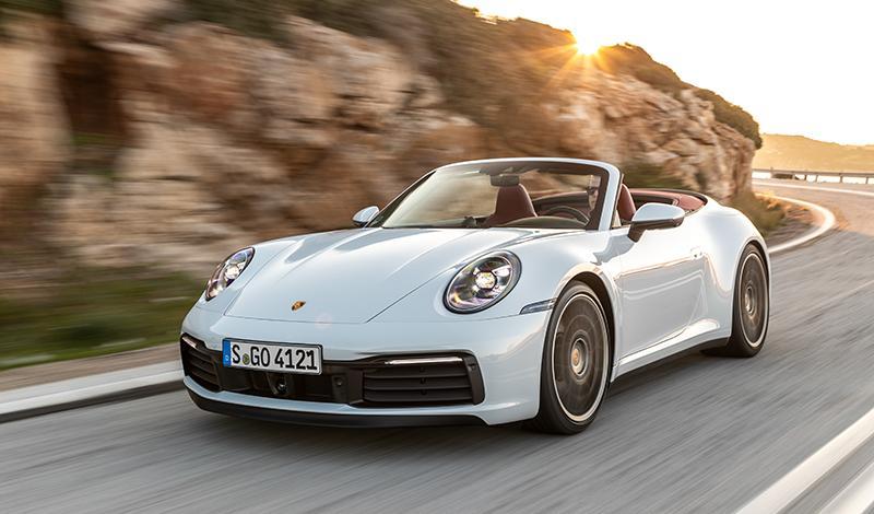 Porsche:Новый Porsche 911 Carrera Cabriolet оснащен уникальным складным верхом с плоскими дугами