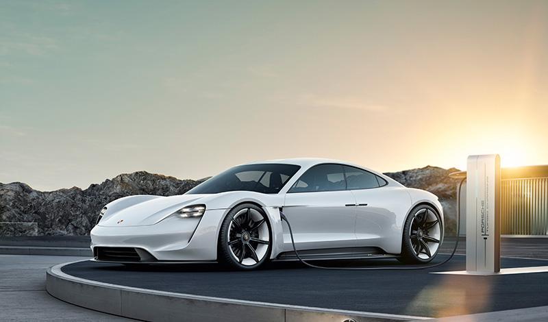 Porsche представит первый спортивный автомобиль с полностью электрическим приводом Taycan уже в сентябре 2019 года