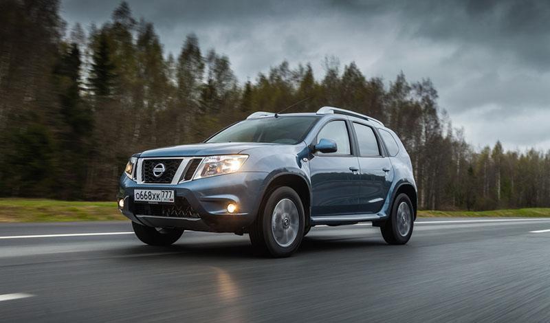 Для Nissan Terrano 2019 модельного года стали доступны Apple CarPlay и Android Auto