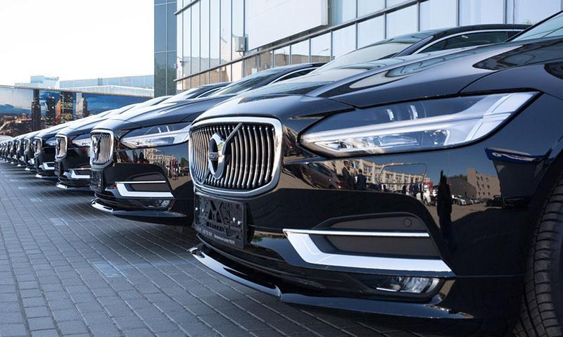 В Wheely предлагают премиальный седан Volvo S90 с личным водителем