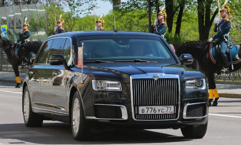 Новый отечественный лимузин был представлен в церемонии инаугурации Президента Российской Федерации