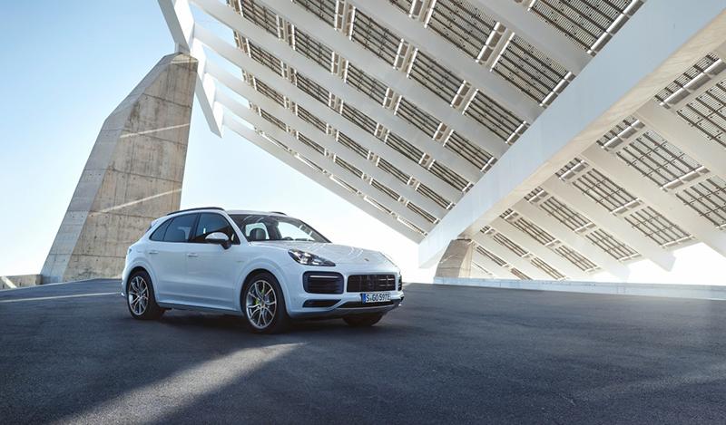 Porsche:Porshe выпустил новый Cayenne с подключением гибрид