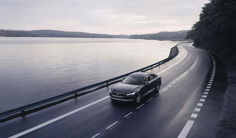 Все новые автомобили Volvo теперь имеют ограничение максимальной скорости до 180 км/ч