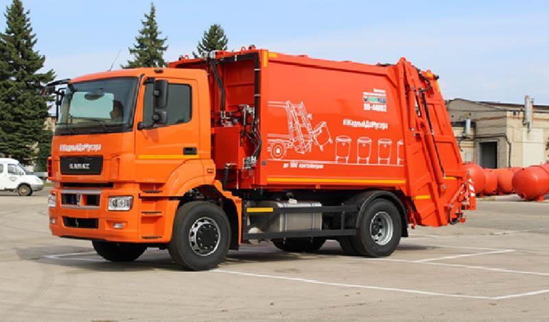 КАМАЗ запустил в серийное производство новую модель мусоровоза КАМАЗ-5325