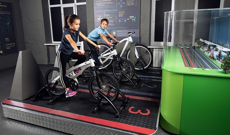 Детский образовательный проект BMW Group Россия Junior Campus открывает новый уникальный экспонат «Гоночный трек»