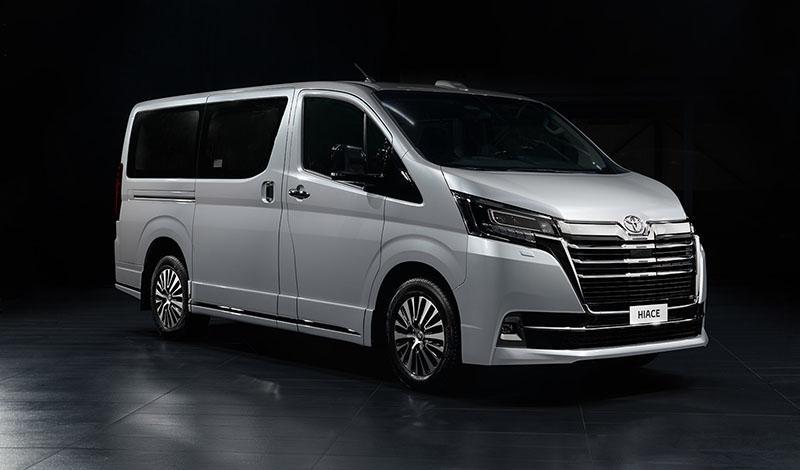 Toyota:Тойота начала прием заказов на 9-местную VIP-версию минивэна Hiace