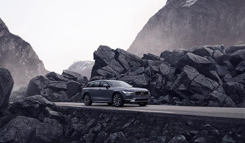 Volvo:Volvo представила рестайлинг S90 и модели V90 Cross Country
