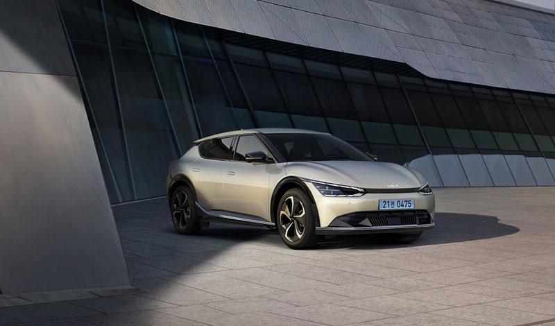 Мировая премьера электрических моделей Sportage PHEV и EV6