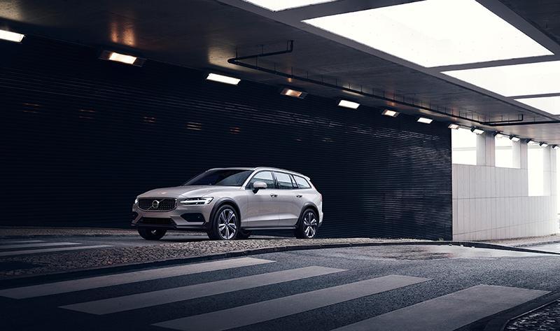 Volvo представляет новый среднеразмерный универсал повышенной проходимости - V60 Cross Country