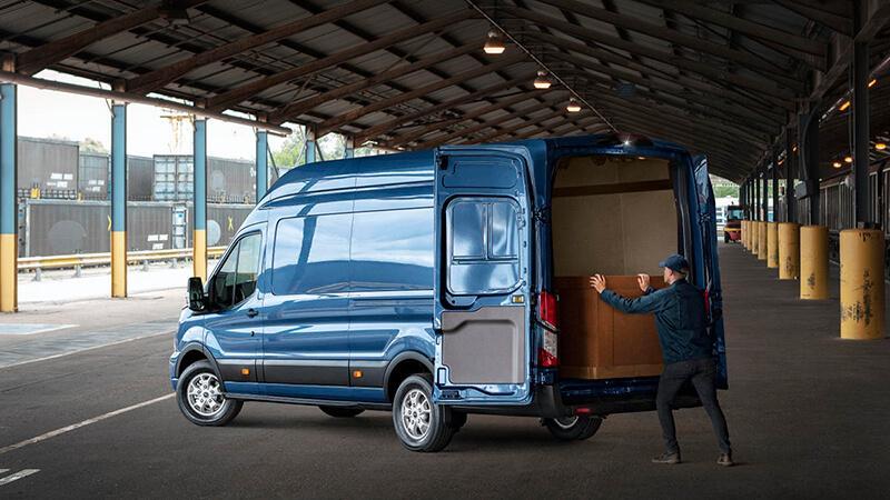 Ford:На международной выставке в Ганновере Ford представил новую 2-тонную версию автомобиля Ford Transit