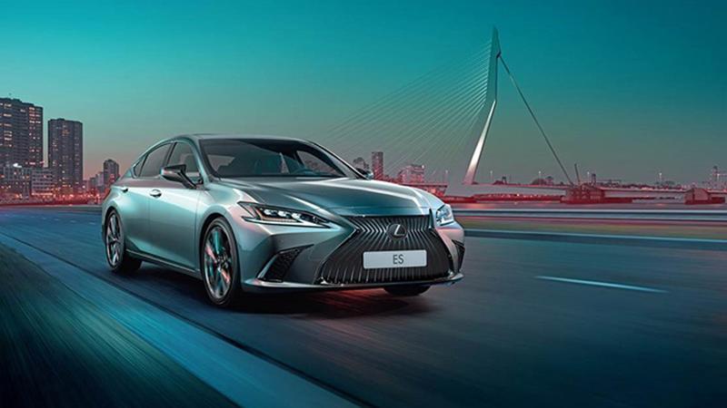 Lexus объявляет о старте продаж нового бизнес-седана ES