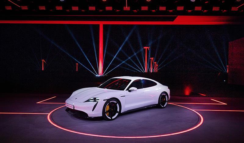 Porsche официально представил Taycan Turbo S и Porsche Taycan Turbo. Заказы уже принимаются, цена от 10 643 000 рублей