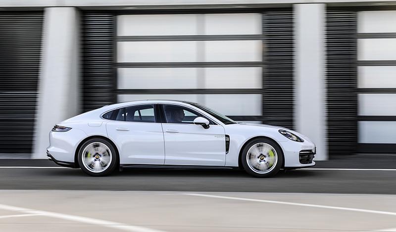 Рестайлинг Porsche Panamera E-Hybrid 2021