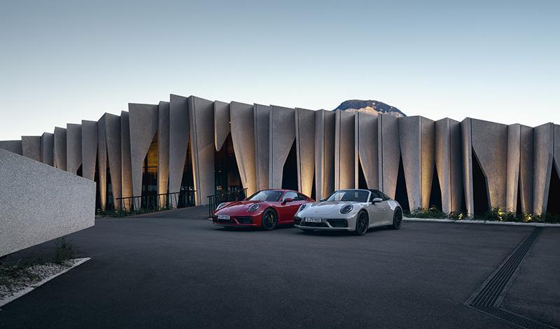 Porsche представила купе и кабриолет 911 Carrera GTS и 911 Targa 4 GTS